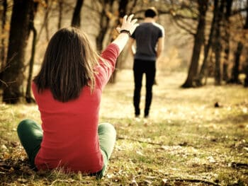 signs he is no longer in love with you